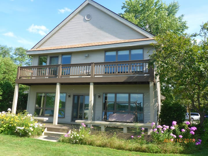 Portage Lake Premium -- 5 Bed Room Paradise !!!