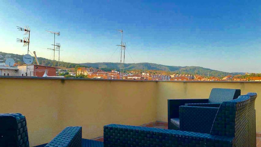 HUGE PENTHOUSE 40m2,WITH PRIVATE BATH & TERRACE A2