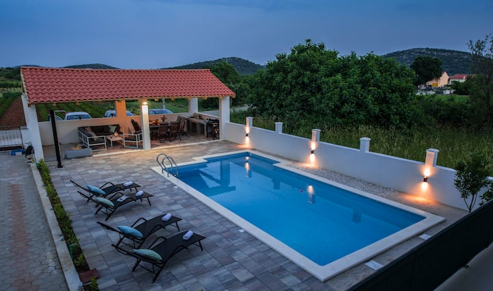 Central Dalmatian Pool&Grill House (APP2)
