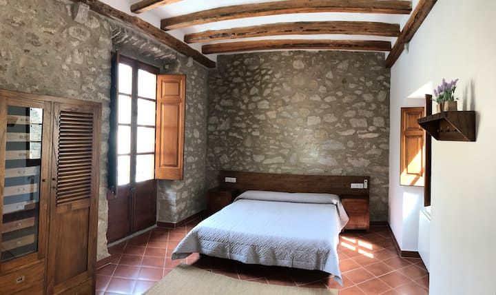 ESPÍGOL: Habitación con salón