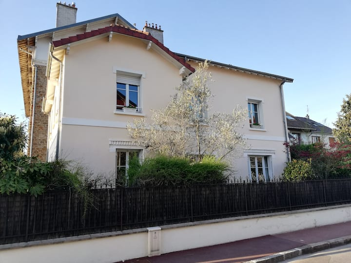 Family House close to Versailles
