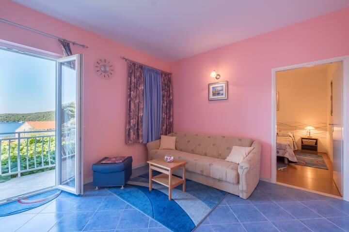Saulan - Apartment with Balcony and Sea View