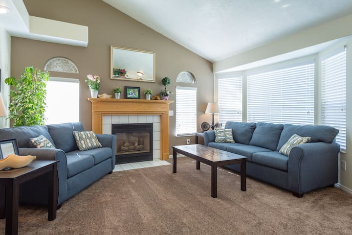 Bring the kids - spacious, great price & location - Lehi - House