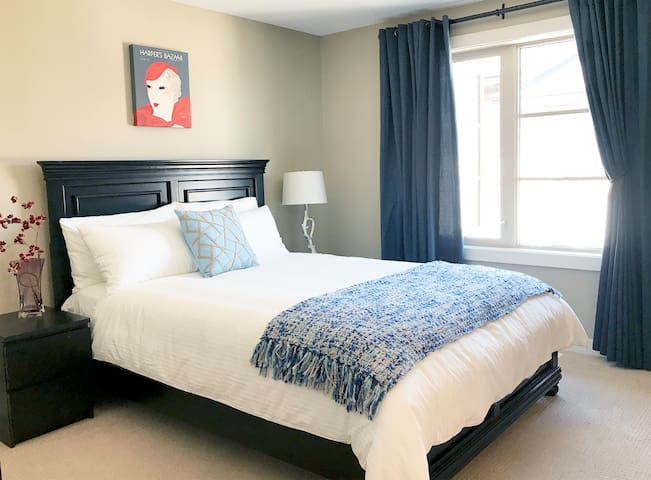 Stunning Townhouse - Best Location in Calgary!