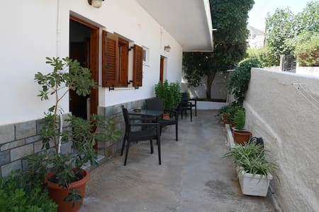 Chrysoula's Welcoming Triple Room with Yard