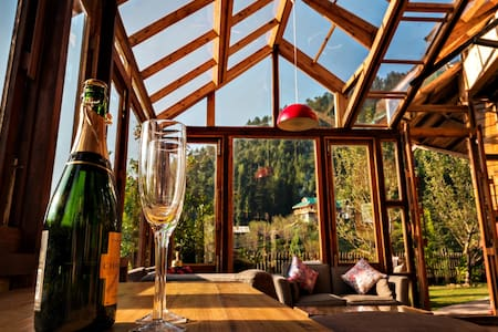 Taara House: Beautiful Luxury Cottage in Manali - Manali