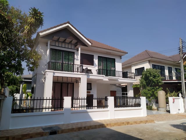 1 House 3 Bedrooms for 8-14  persons  3,000 /Night
