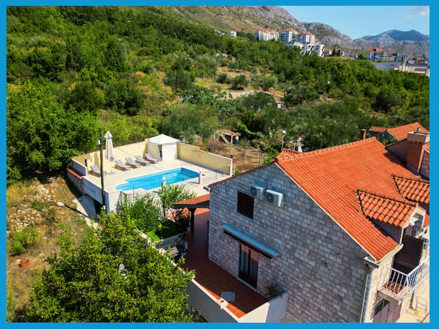 """Private pool house """"Dubrovnik"""" close to beach"""