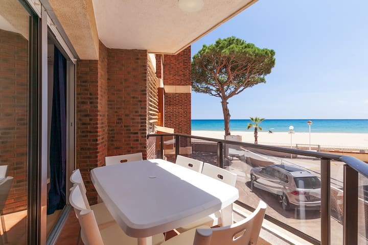 BEACHFRONT 2-BEDROOM APARTMENT WITH AA/CC - UHC MEXICO APARTMENTS