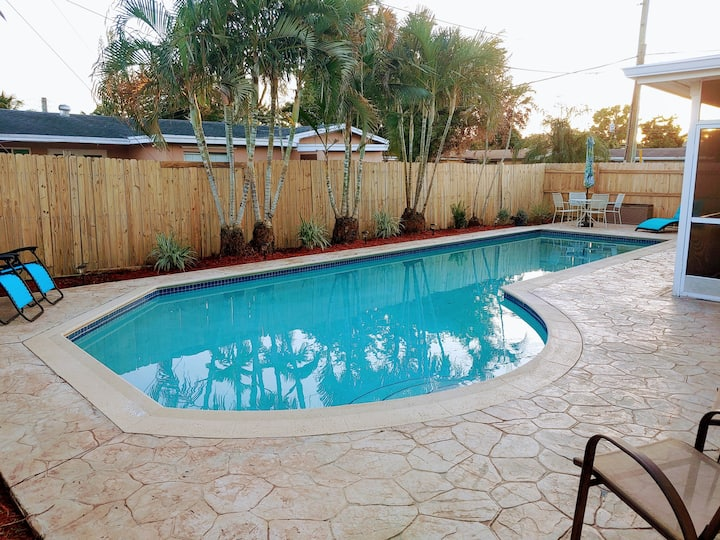 Entire 5/2 Large Pool Home Great Central Location!