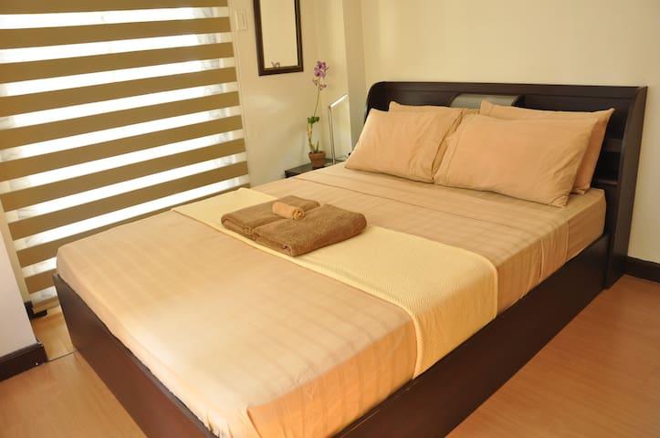 Spacious Clean Cozy 1BR wBalcony. Service.Location - Taguig City - Appartement