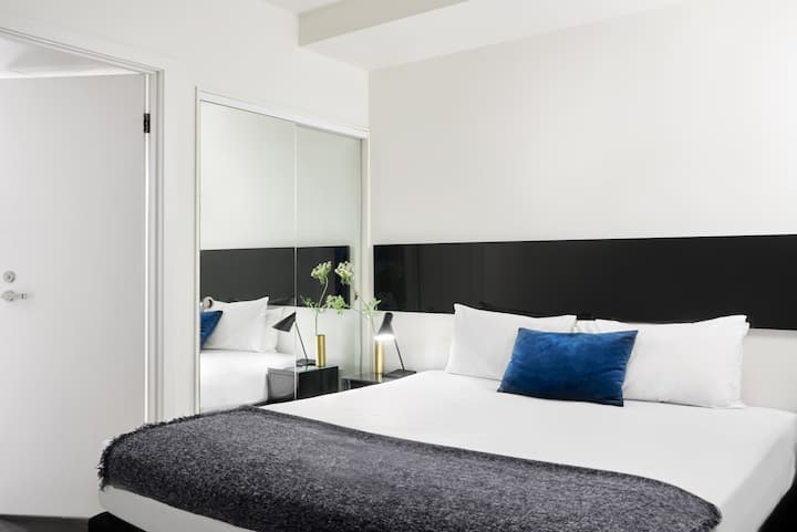 South Yarra One Bedroom Apartment - 14+ Nights