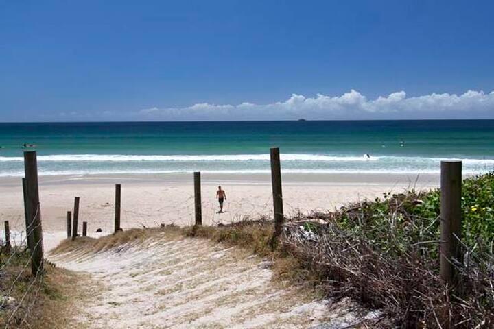 Sandy Paws on Belongil, Beach House, Byron Bay