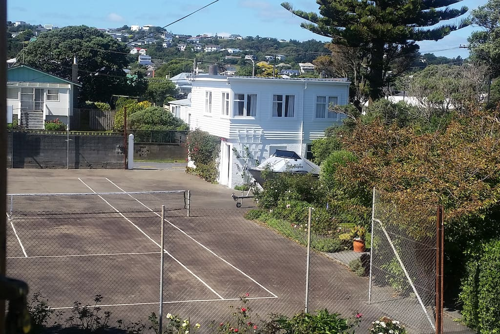 Our guests can play tennis with rackets provided