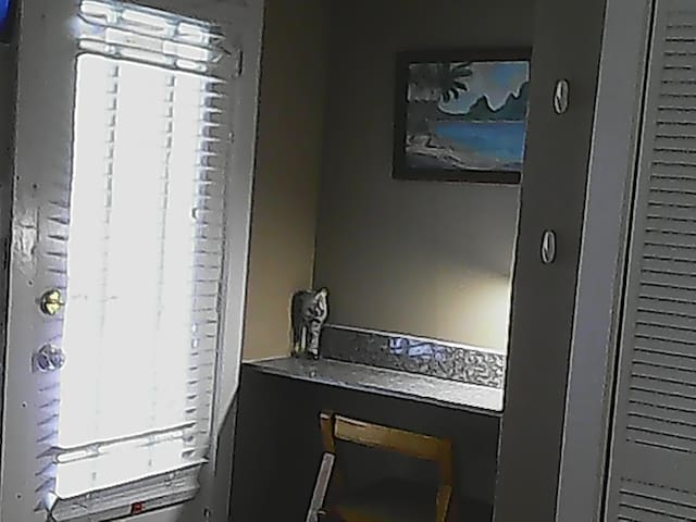 desk nook, flat screen tv with free Hulu, and Netflix.