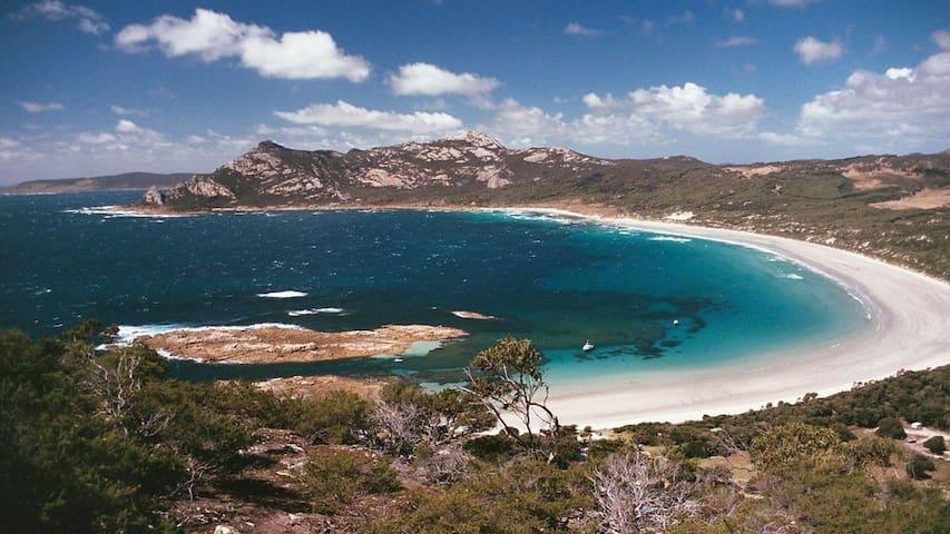 Simplicity by the Sea, Killiecrankie Flinders Is.