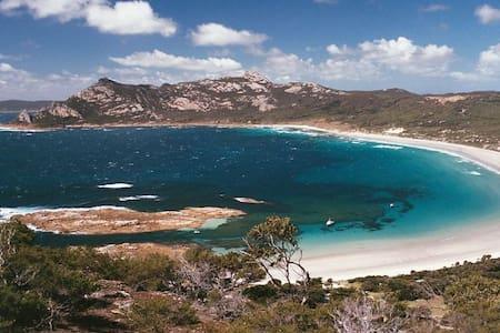 Simplicity by the Sea Killiecrankie, Flinders Is.