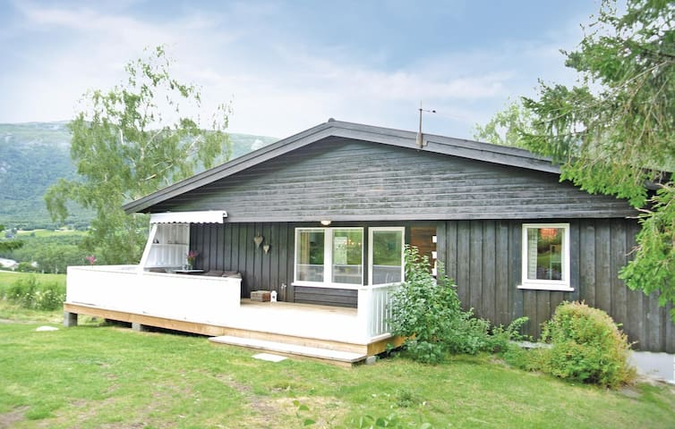 Holiday cottage with 4 bedrooms on 100 m² in Skjåk