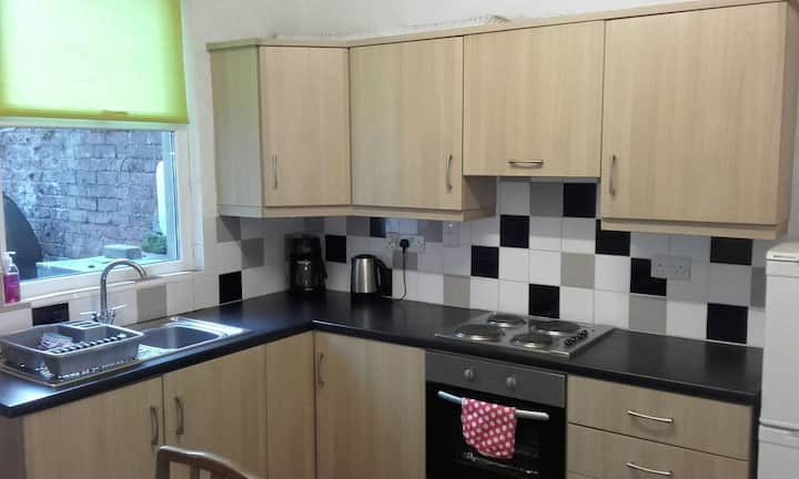 Well presented 2 Bed terrace close to city centre.