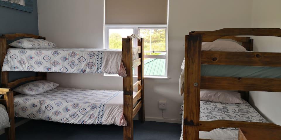 Hermanus backpackers - 5 dorm beds (7 bed dorm)