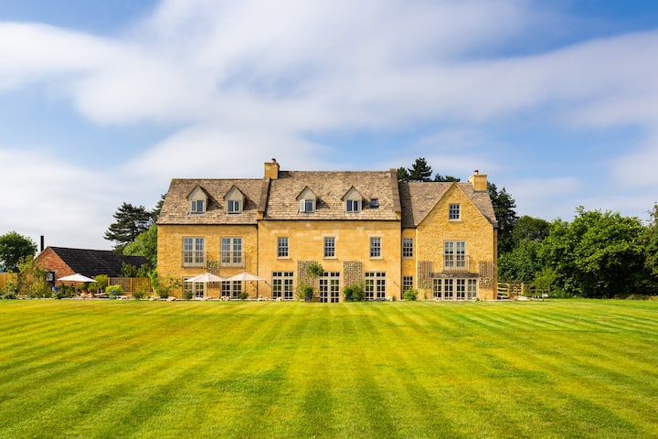 Cotswold Country House With Stunning Views