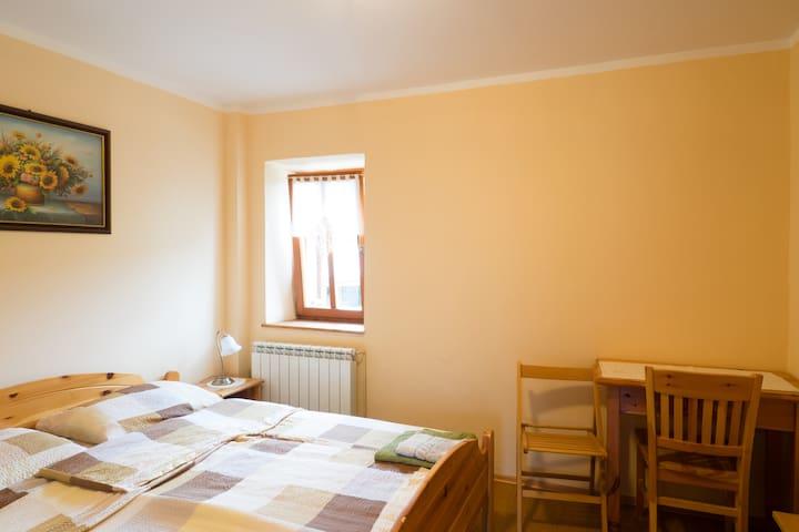 Eco yellow room in Robidišče