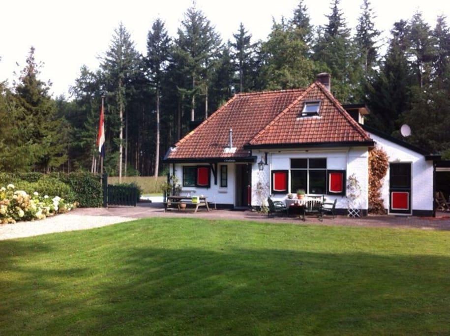 Romantisch geheel vrijstaand huis op de veluwe huizen te for Huis te huur in gelderland