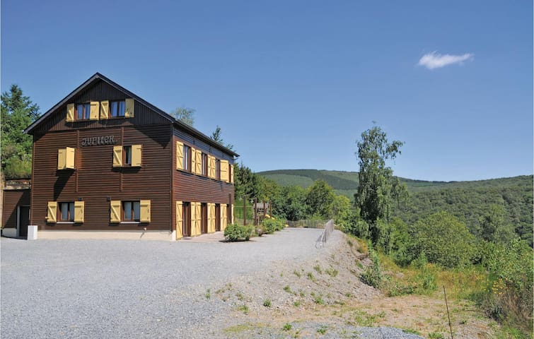 Holiday cottage with 12 bedrooms on 316 m²