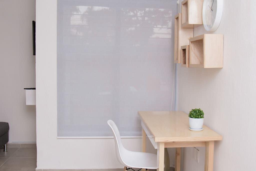 Área para trabajar con iluminación natural.