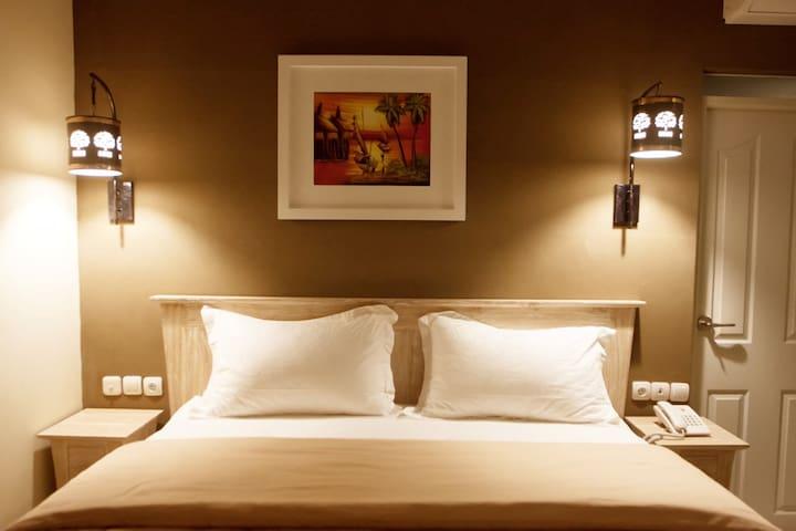 Dasinem Family Homestay - Cozy Room with Fish Pond - Mlati - Bed & Breakfast