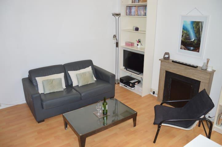 Salon, spacieux et lumineux / Spacious and luminous living room