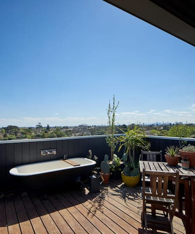 Fourth floor roof-top bath with city views
