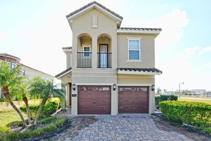 *Fantastic* 5 bed house w/ pool near parks Orlando