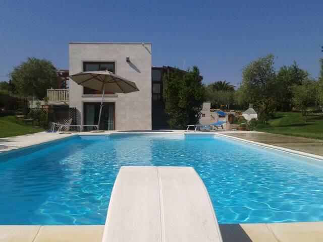 Elegante suite in villa con piscina - Sassari
