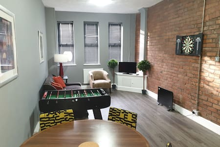 Suburbian apartment near centre of Manchester