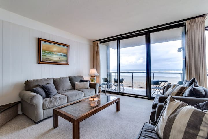 Fourth-floor, oceanfront condo w/ gas fireplace & gorgeous beach views!
