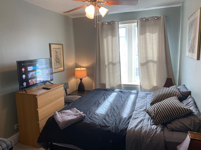 Stylish bd, KING size bed in condo next to NYC/JSQ