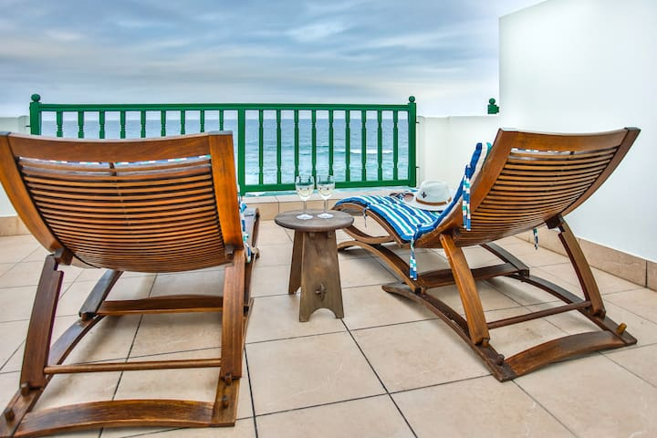 Secure Beachfront Apartment with Breaker Views