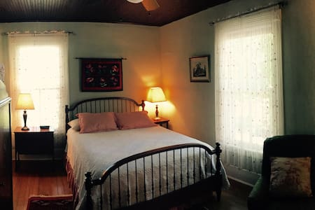 Classic & Cozy B&B: The Holly Room - Pittsboro - Appartement