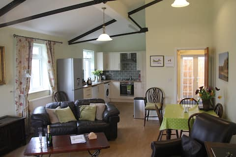 Lovely 2 bedroom cottage set in open countryside