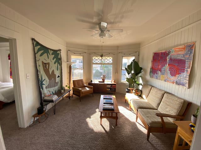 Sun-soaked Venice top floor - 2 blocks from beach!