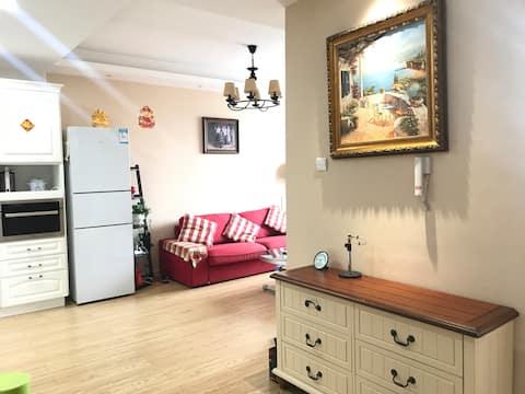 两室一厅,家具家电齐全,小区内安全舒适。