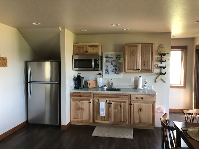 Kitchenette with full fridge and freezer, microwave, toaster oven, sink and Keurig. There is no oven in this building but there is a propane BBQ available.