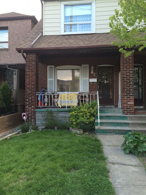 Semi-detached family home in Leslieville, Toronto