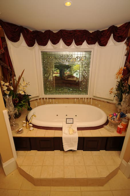 Jetted Tub will fit two lovers!!!