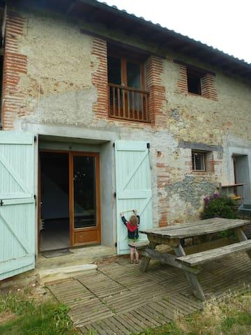Maison chaleureuse avec beau jardin,Old comfy home - Daumazan-sur-Arize - House