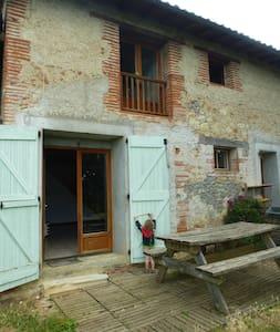 Maison chaleureuse avec beau jardin,Old comfy home - Daumazan-sur-Arize - Rumah