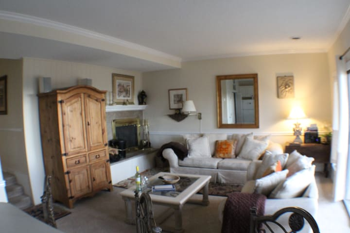 Walk to Slopes! 2 BR Three Ridges