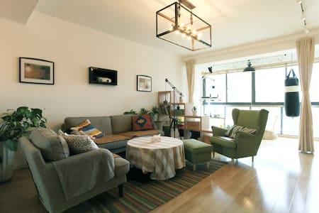 十二号线-北欧风格-杨浦区东外滩-榻榻米、双人卧室-友好的房东加一条可爱的狗 - Shanghai - Apartment