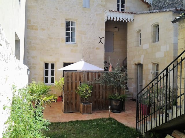 Nice apartment with a terrace in Saint-Emilion